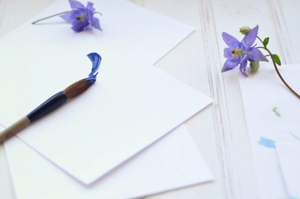 Atelier et pinceau, image haute résolution libre de droit à télécharger pour identité visuelle, communication et décoration. Décoration Objets Art Bureau