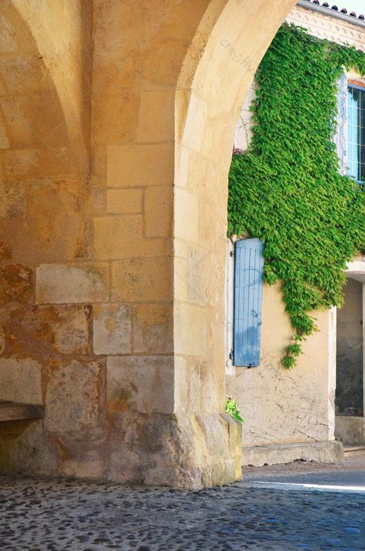 Village inspiré de la Provence, photographie haute résolution libre de droits à télécharger pour identité visuelle, communication et décoration. France