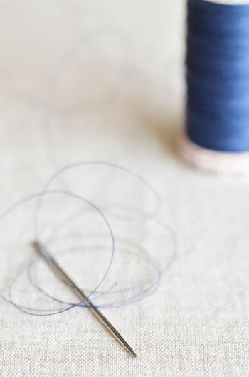 Aiguille à coudre et bobine de fil bleu, image haute résolution libre de droits à télécharger / Couture, Atelier, Créativité, Tissu, Lin, Naturel, Manuel