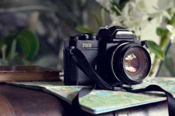 Explorateur photo : appareil, carte et valise, images haute résolution libres de droits à télécharger / Voyage, Photographie, Tourisme, Ancien, Argentique