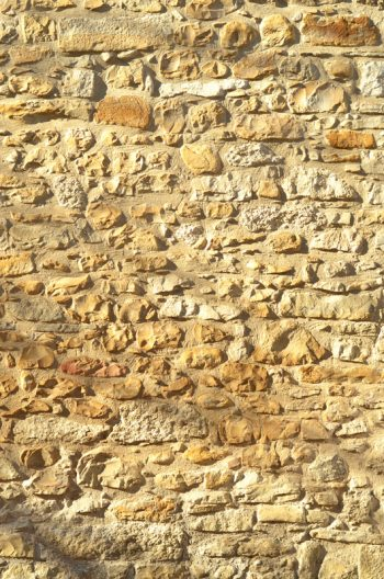 Stone wall in the sun - downloadable & royalty free photo • Creative Lune