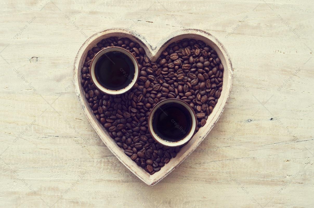 Café des amoureux, image haute résolution libre de droit à télécharger pour identité visuelle, communication et décoration. Décoration Amour Saint Valentin