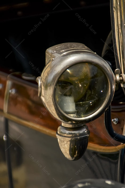 Phare de voiture, photographie haute résolution libre de droits à télécharger pour identité visuelle, communication et décoration. Rétro Vintage Ancien