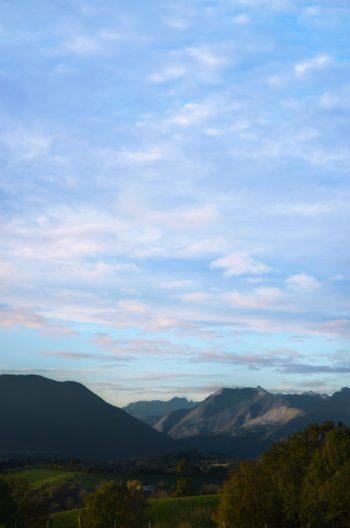 Montagne des Pyrénées, format Portrait, image haute résolution libre de droits à télécharger pour identité visuelle, communication et décoration. Nature