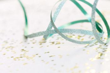 Fêtes et emballage cadeaux : ruban scintillant, images haute résolution libres de droits à télécharger / Noël, Paillettes, Célébrations, Bleu, Décoration