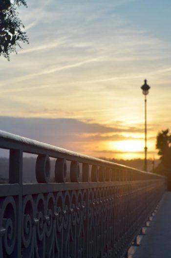 Rambarde ancienne en fer forgé sur un pont • Image haute résolution libre de droits à télécharger / Ville, Vieille, Europe, France, Rénovation, Ouvrage