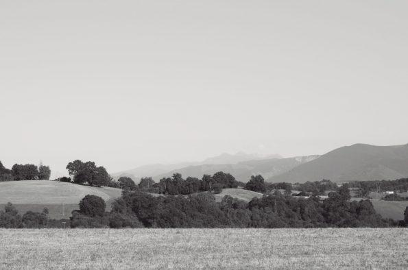 Creative Lune • Nature vallonnée et côteaux - image libre de droits à télécharger